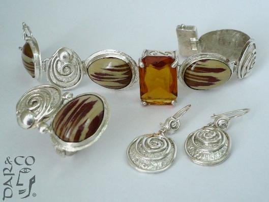Juego plata 925 (aretes, pulsera y anillo) y gemas